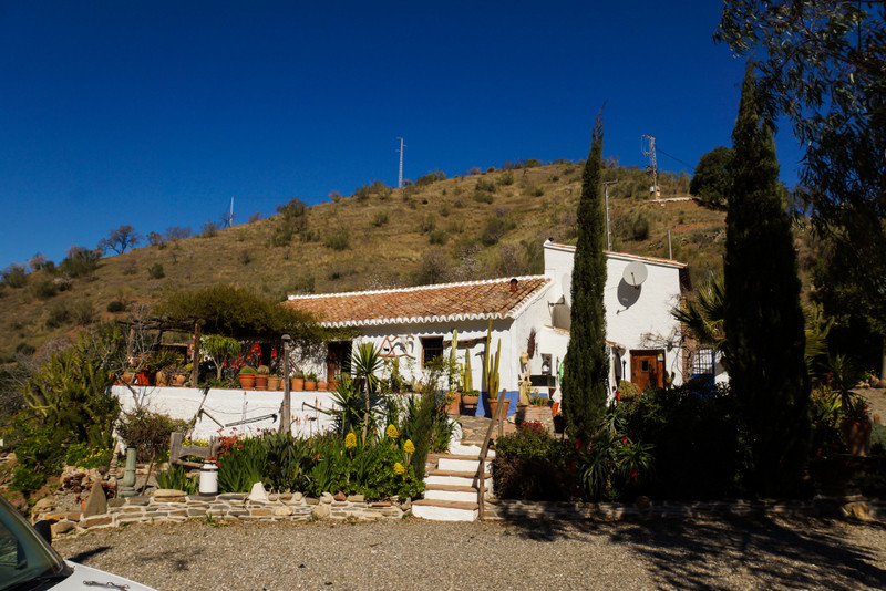If you are looking for an Andalucian retreat, then we think you have found it!  This very charming f,Spain