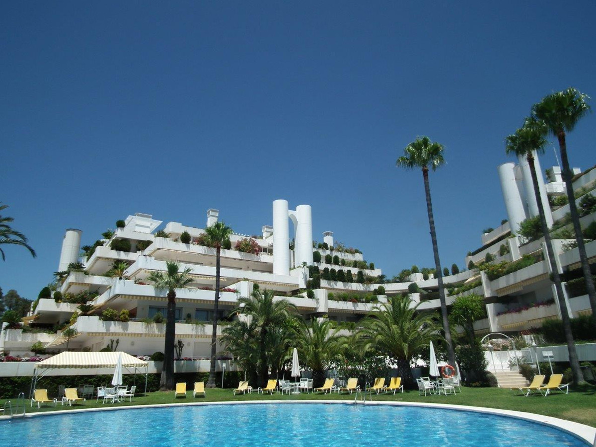 FANTASTIC AND VERY  SPACIOUS  APARTMENT    located At the top of the prestigious estate of LAS LOMAS,Spain