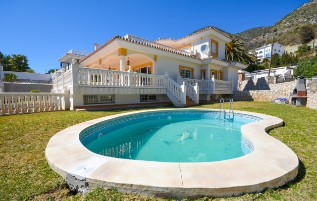 Villa in La CAPELLANIA with beautiful views and walking distance to all amenities..  It is distribut,Spain