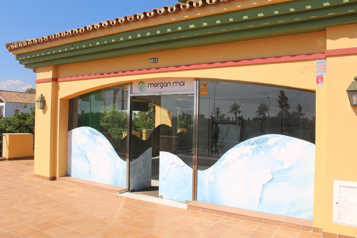 COMMERCIAL PROPERTY FOR AN OFFICE, SHOP OR RESTAURANT.  This commercial property has it all, visibil,Spain