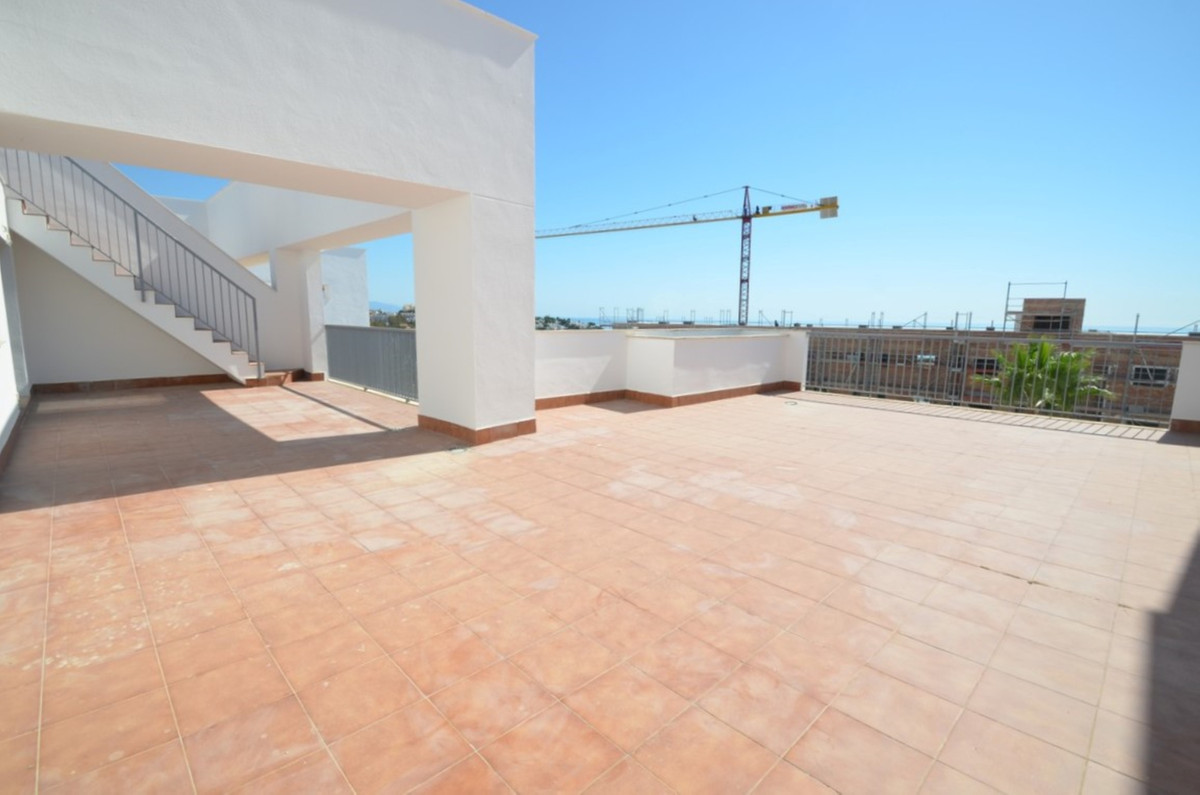 Beautiful penthouse with wonderful views to the sea and golf. Oriented to the southeast, with sun al,Spain