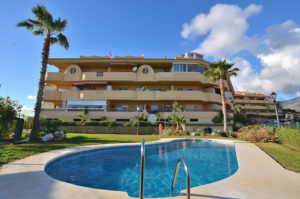 JUST REDUCED FROM 119.000 € to 114.000 €!  NICE APARTMENT located in the upper area of Los Pacos (Fu,Spain