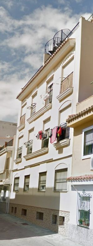 Nice property in the heart of las lagunas.  Full fitted kitchen, air conditioned, marble floor, bath,Spain