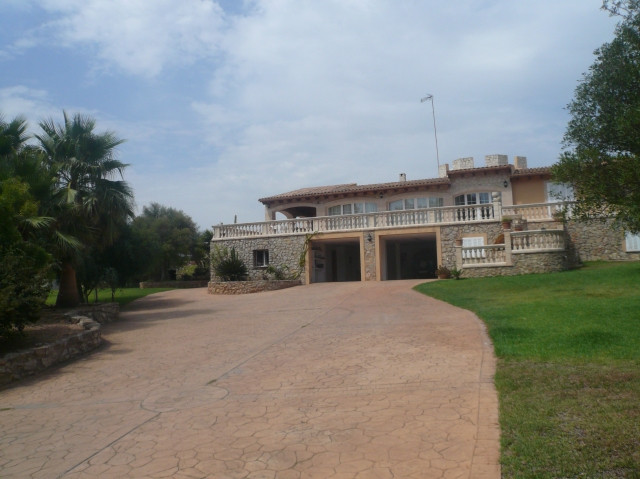 For sale Mediterranean style home is located in the famous summer instead of Costa de los Pinos. The,Spain