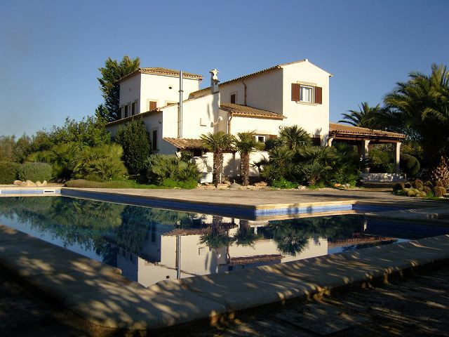 Beautiful finca, wonderfully situated, with nice views  Living area of 235 m2, courtyard of 35 m2, c, Spain