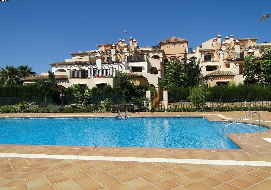 Only a few minutes walk to the centre of La Cala de Mijas, this nice apartment offers 2 bedrooms, 2 , Spain