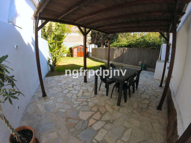 Detached villa with 200 meters of private garden located in a quiet  urbanisation, with community sw, Spain