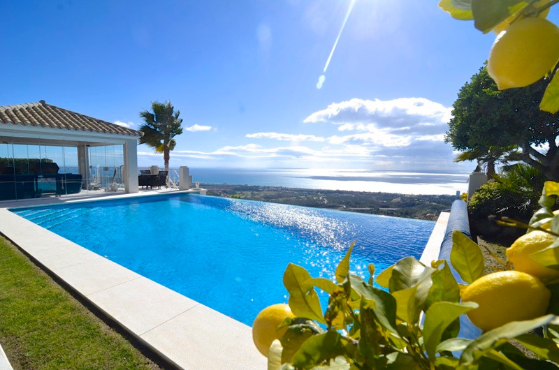 This fabulous property with great views and located only 5min from the best beaches surrounding Marb, Spain