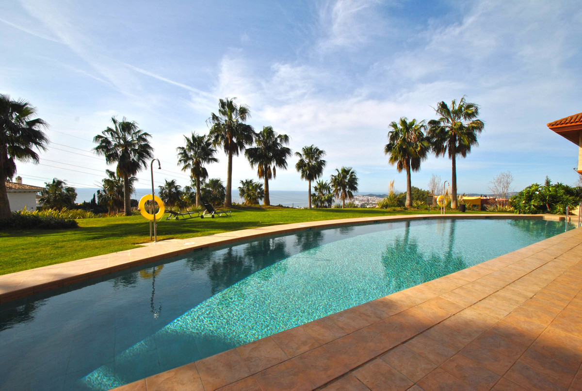 A large three bedroom apartment in the highly sought after Altos de Higueron development in Benalmad,Spain