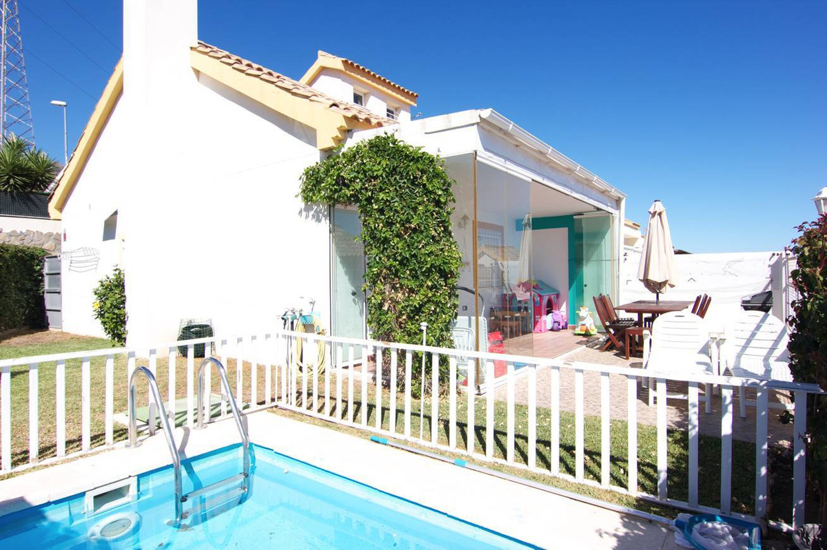 Lovely 3 bed semi detached house with a plot of 199m2 and located at a mere 5 minutes drive to the c, Spain