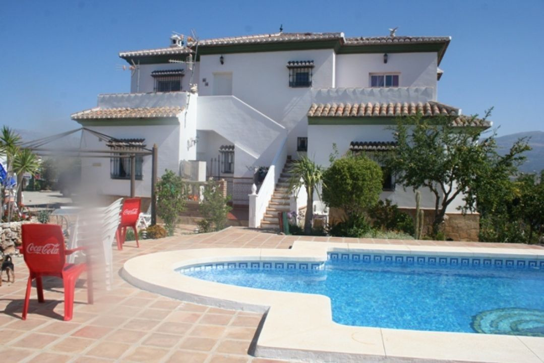 This beautiful villa has all modern requirements and is set in beautiful grounds with 2 separate gue, Spain