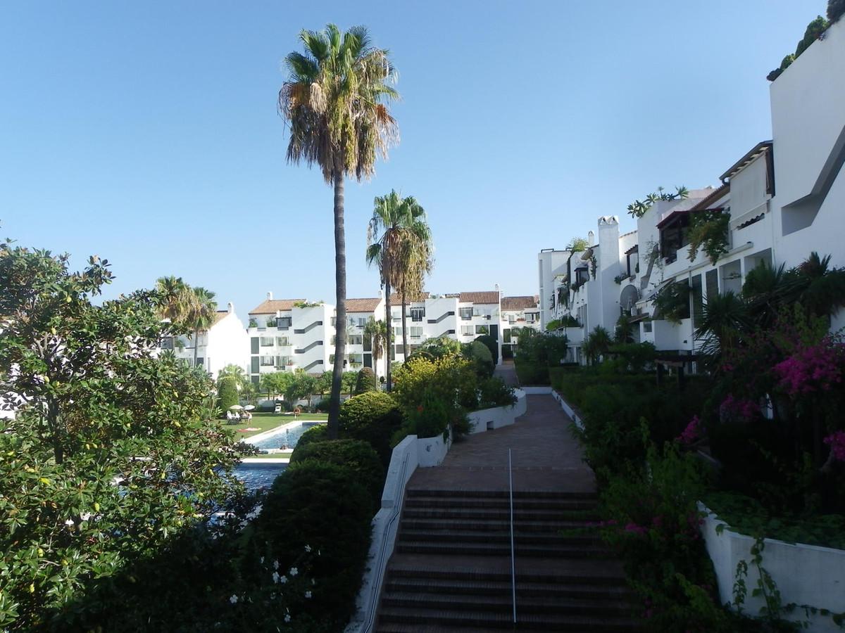 Middle Floor Apartment, Estepona, Costa del Sol. 1 Bedroom, 1 Bathroom, Built 75 m², Terrace 25 m². ,Spain
