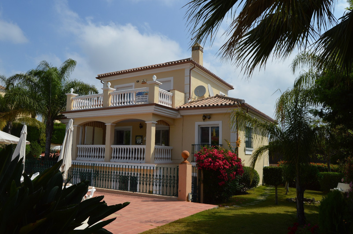 Very well-built property with 4/6 guest rooms to use as B & B  This beautiful house is built to , Spain