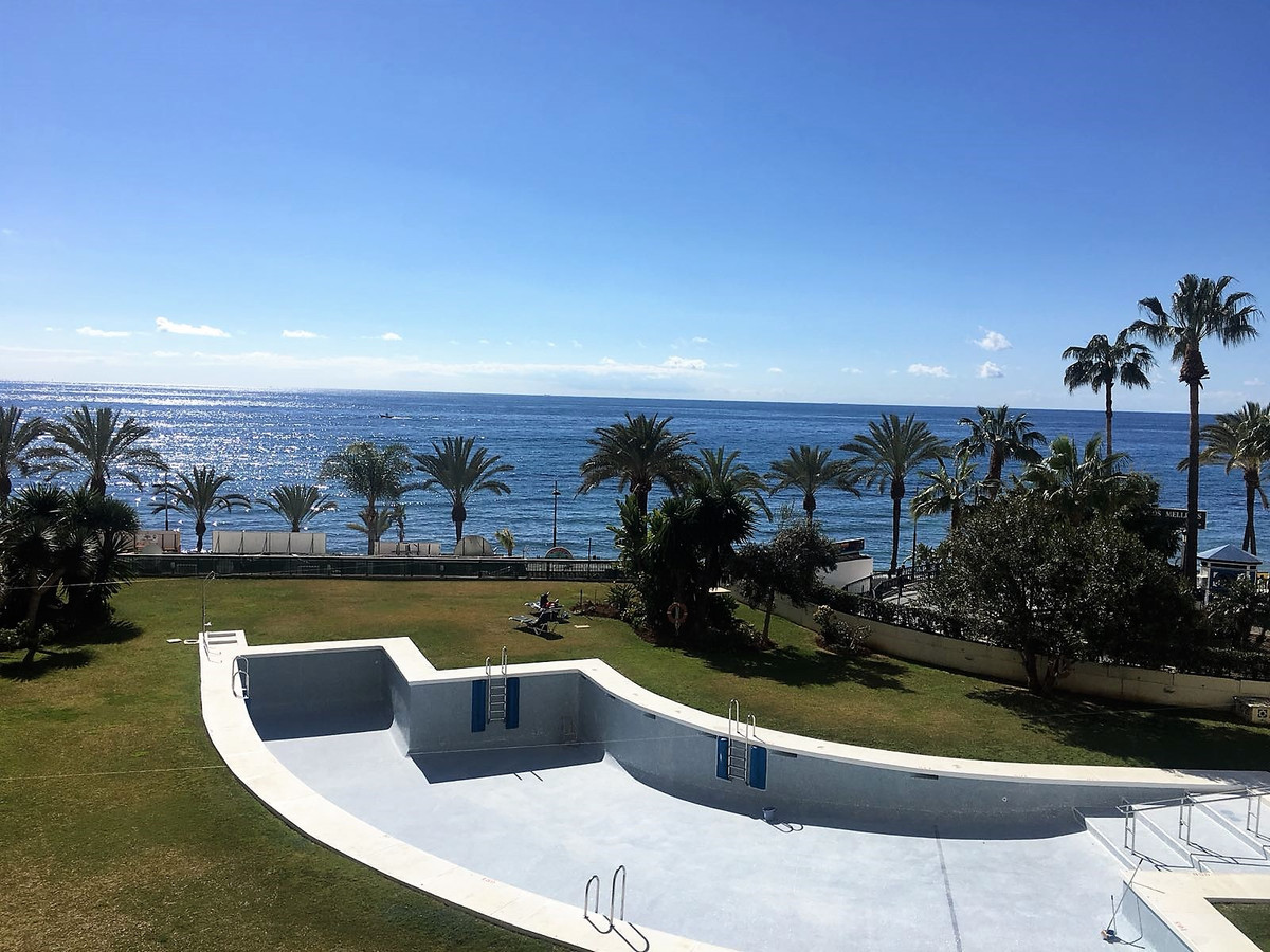 Cute and well preserved apartment , first line beach and with stunning sea views. Situated in one of,Spain