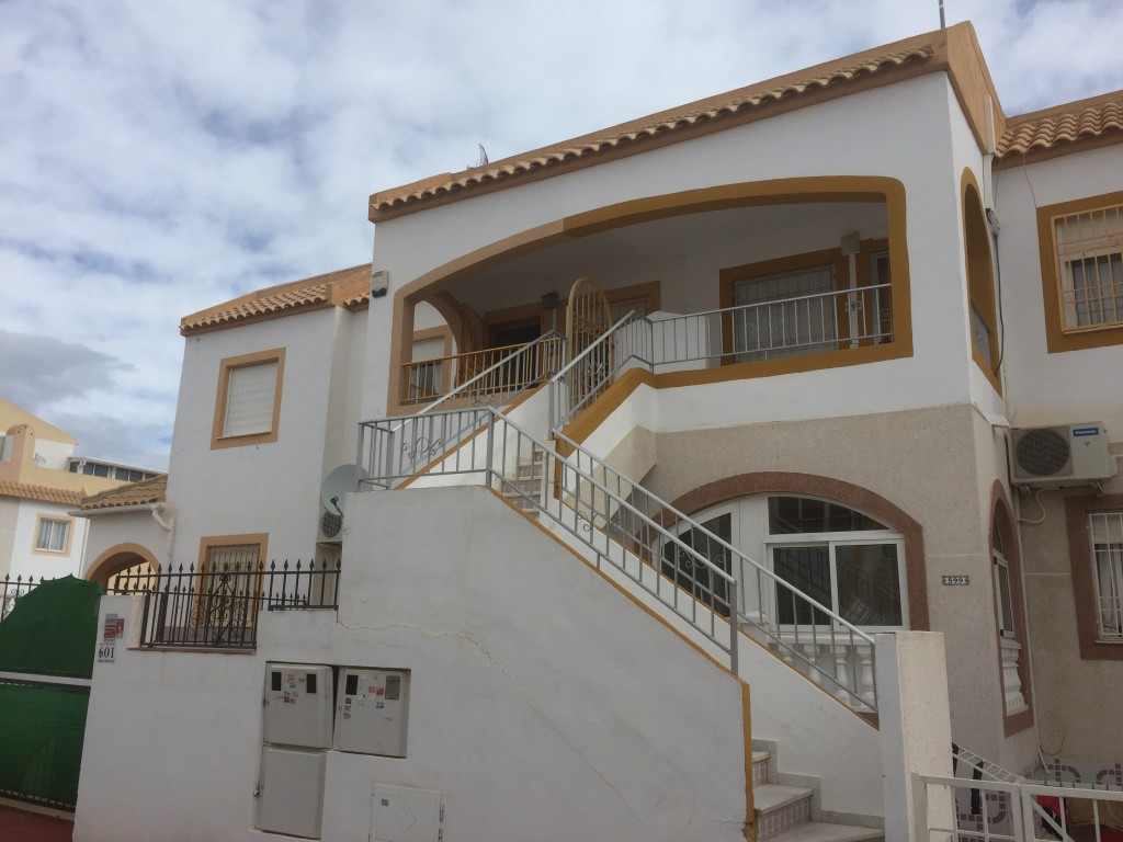 SOUTH FACING 2 BEDROOM TOP FLOOR BUNGALOW IN ALTOS DEL LIMONAR, TORREVIEJA. This South facing top fl, Spain