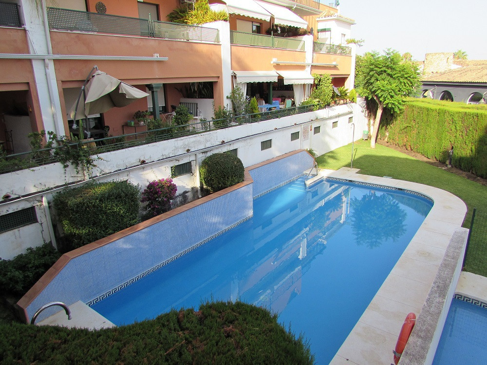 Gated community with gardens and swimming pool, very quiet and well connected to the motorway and cl,Spain