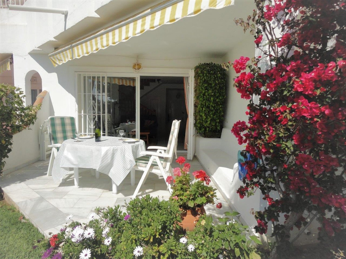 RESERVED- RESERVADA - Beautiful and sunny townhouse in the middle of Calahonda. The property has a l,Spain