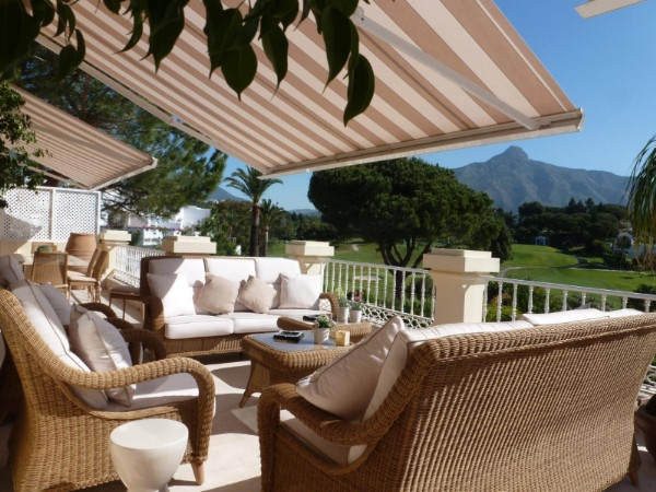 This Elegant , Classic ,  high quality built villa is very well presented and decorated. It is locat, Spain