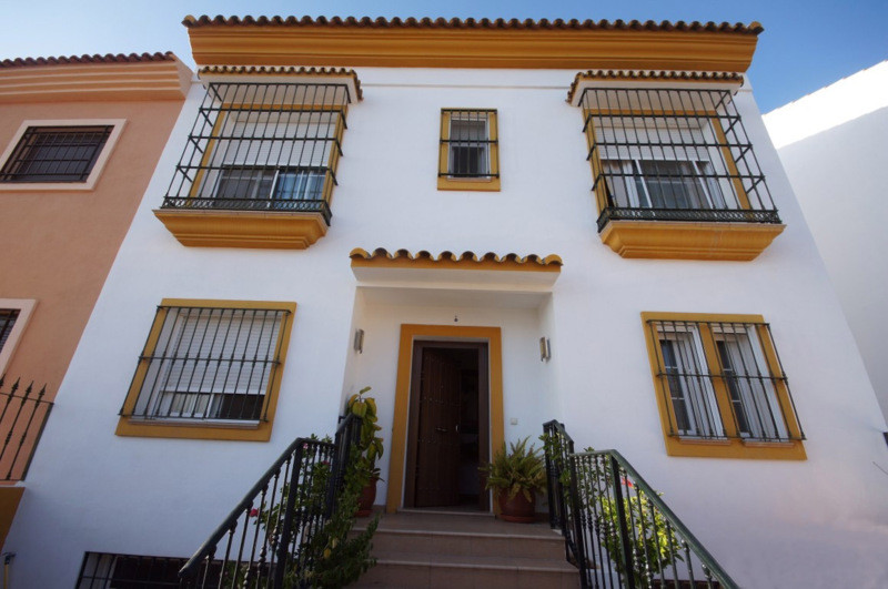 OUT  FROM THE  MARKET  FOR THE MOMENT  !!!!  Lovely semidetached villa just in the middle of La Quin,Spain