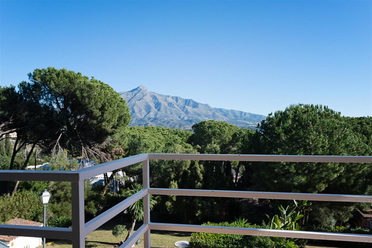Unique opportunity to invest in a well-known urbanisation in the heart of Nueva Andalucia with only ,Spain