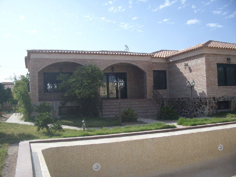 Spectacular independent villa, pool and garden and 10sq. meters barbecue, 40 sq. meters dining room ,Spain