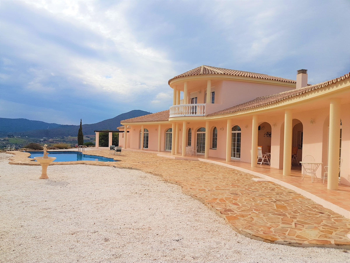 This stunning villa with 360 degree views was custom built for a most particular owner. As a result , Spain