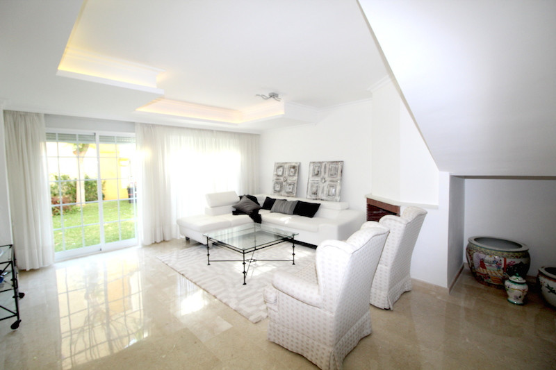 Four bedrooms townhouse on the beach side, at hist 5 minutes away of Puerto Banus and walking distan,Spain