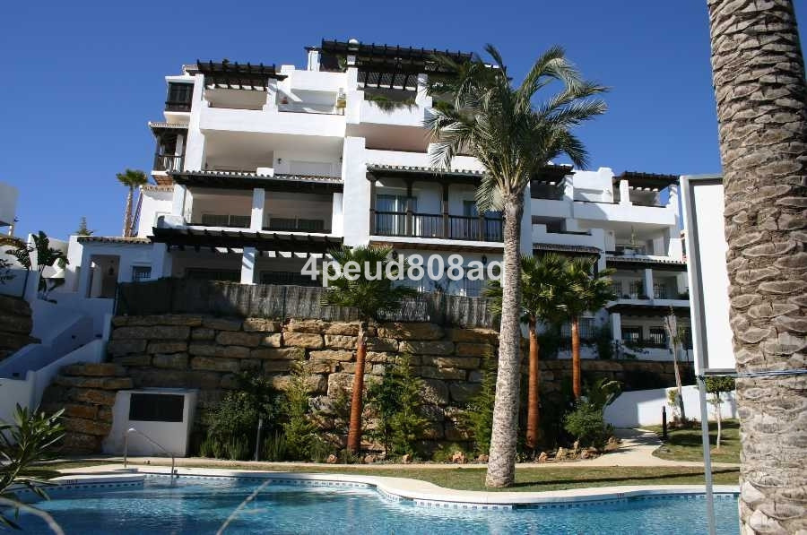 Fully furnished elevated ground floor apartment with sea views, 2 bedrooms, 2 bathrooms (1 en-suite),Spain