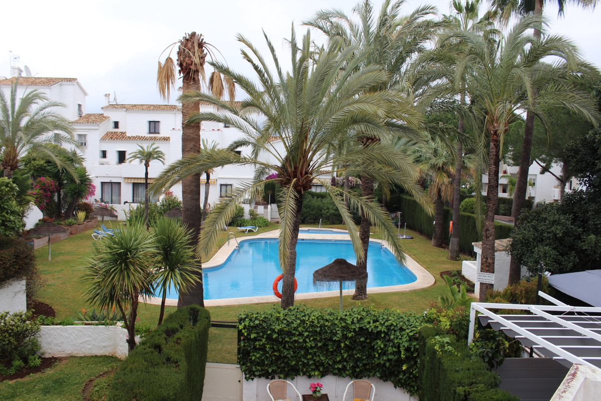 Situated in between some of the best golf courses on the coast, close to famous Puerto Banus. Lovely,Spain