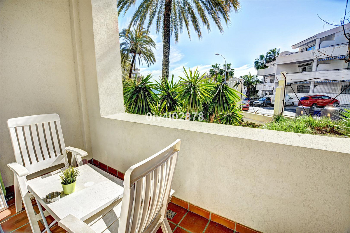 Charming studio with afternoon sun,  located in the sought after complex of Benalbeach!  Beach, shop,Spain