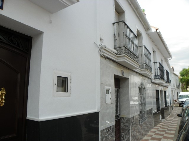 Fabulous townhouse located in Alhaurin el Grande. Situated near the centre of the village, close to , Spain
