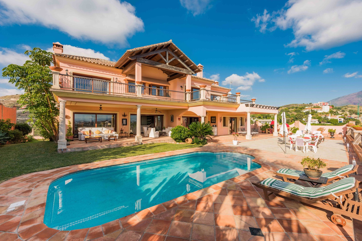 Beautiful villa with Andalusian Arquitectura in urbanisation La Alqueria with stunning views to golf,Spain