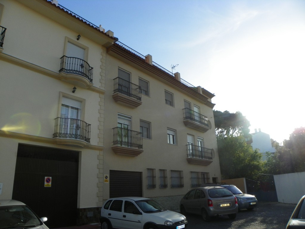 Excellent 3 bedroom penthouse located near the centre of the village of Alhaurin el Grande. The prop, Spain