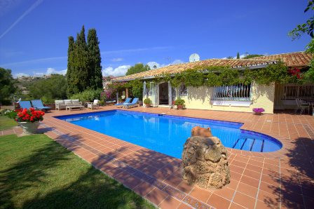 Luxury 4 bedroom private villa with unobstructed views down over the famous El Paraiso championship ,Spain