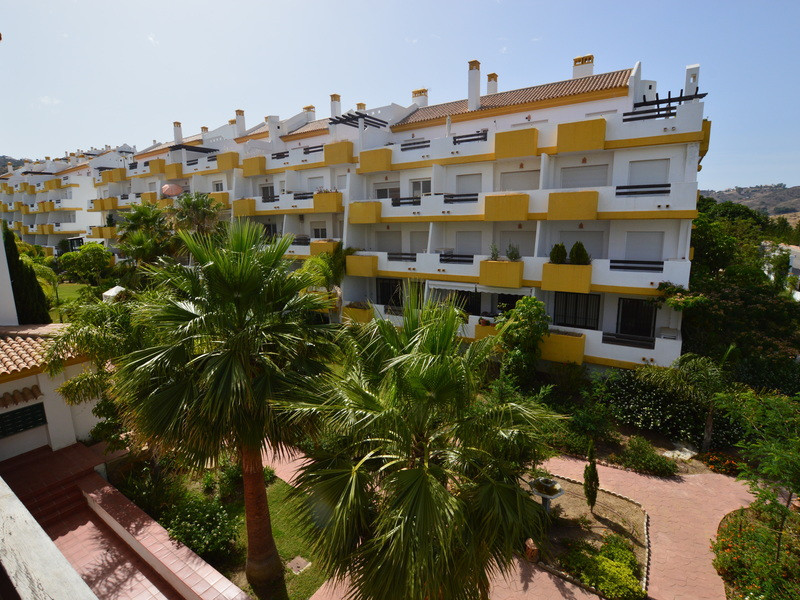 A modern third floor corner apartment in a popular urbanization with the best panoramic views to mou, Spain