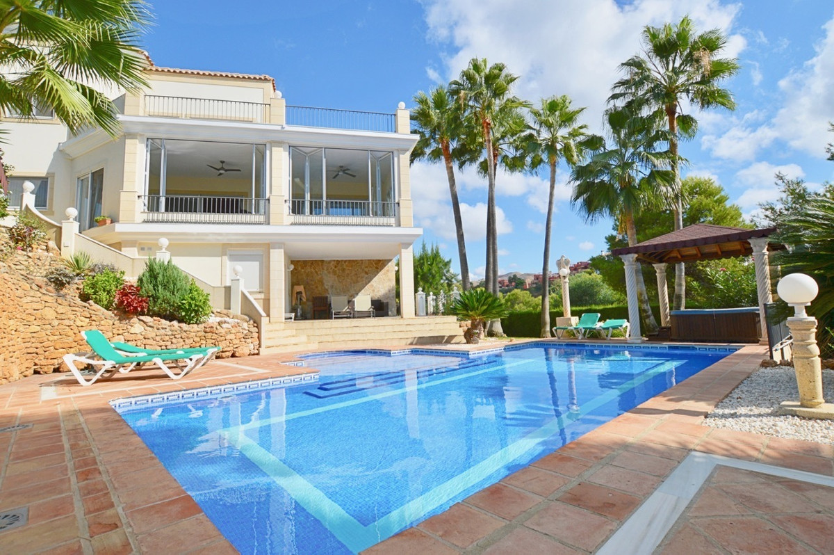 Detached Villa, Hacienda Las Chapas, Costa del Sol. 6 Bedrooms, 6 Bathrooms, Built 833 m², Garden/Pl, Spain