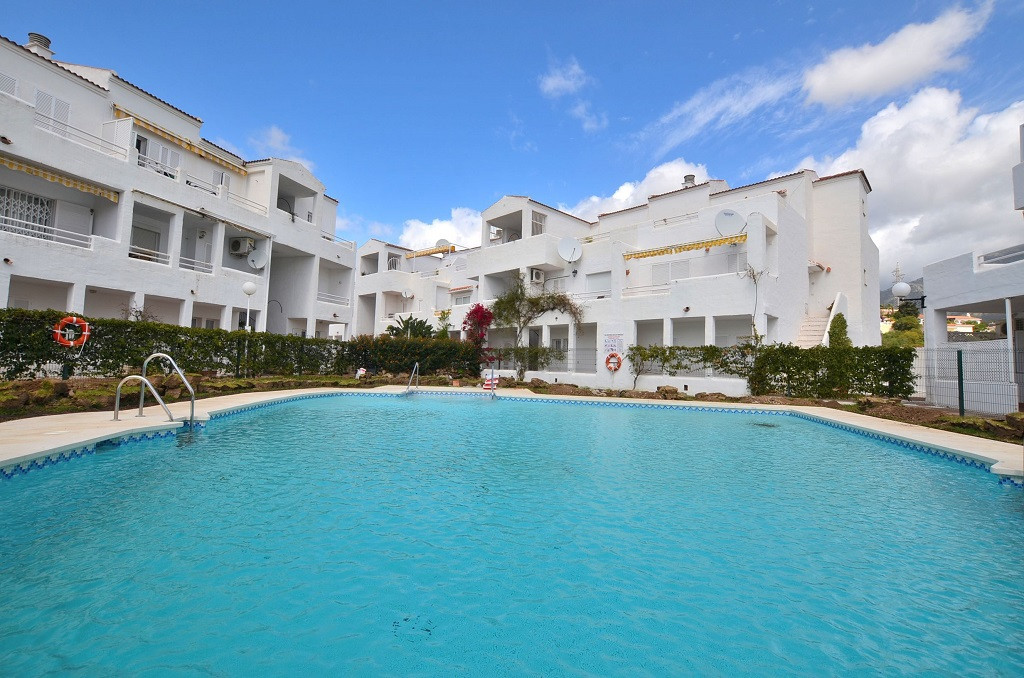 WONDERFUL CORNER DUPLEX APARTMENT! TOTALLY RENOVATED Located in the lower part of Torreblanca (Fueng,Spain