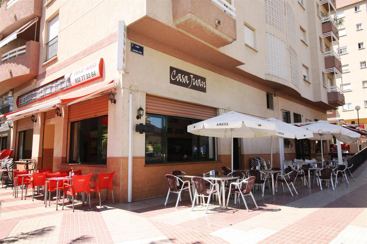 TRANSFER FEE: 30.000 euro Bar in the center of Marbella. Local of 115 m2, corner with big shop windo, Spain