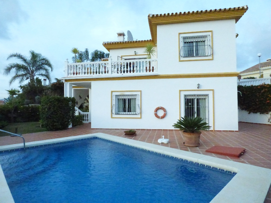 GREAT FIRST LINE GOLF PROPERTY WITH A LOT OF ACCENT ON THE SMALL DETAILS SITUATED ON THE END OF THE , Spain