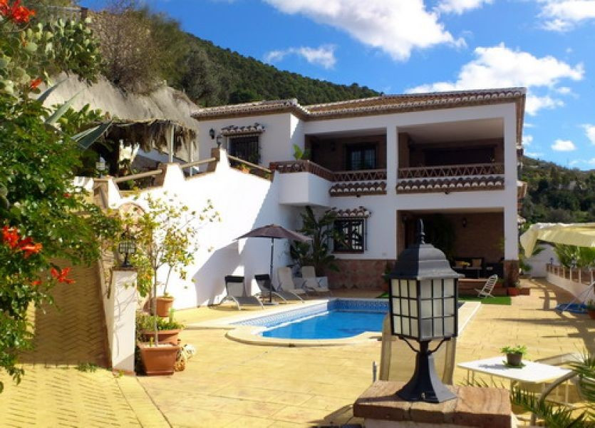 Luxury villa with breath taking panoramic lake views, fully furnished in high quality, fire place, g, Spain