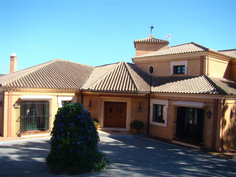 Exceptional Villa in the prestigious Sotogrande development for sale. Situated on a plot of around 3, Spain