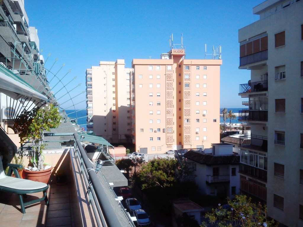 Impressive apartment situated in one of the most prestigious buildings of Los Boliches. It consists ,Spain