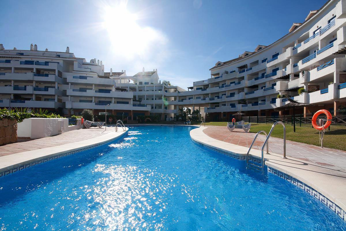 Apartment in Sough-After Complex within Walking Distance to Duquesa Port, Beach, Restaurants & a, Spain