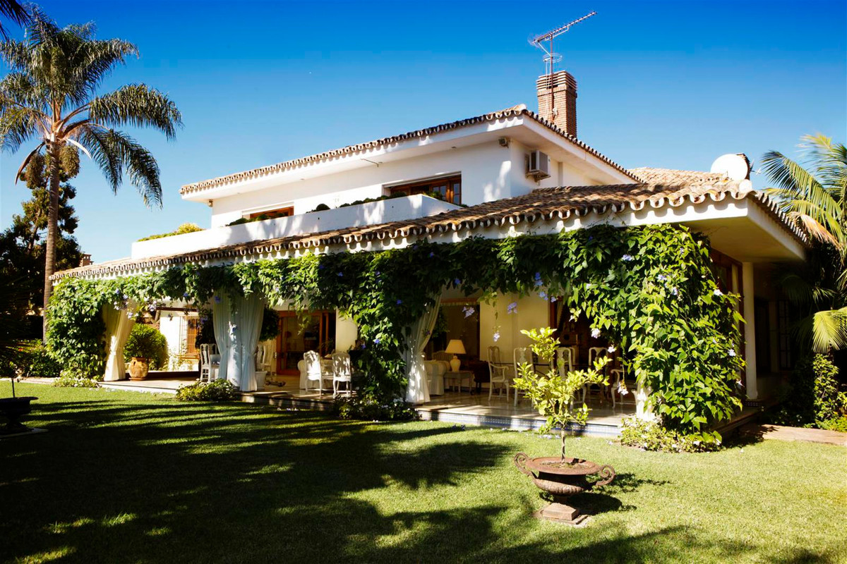 This charming residence is constructed in the Andalusian style and incorporates many original antiqu, Spain