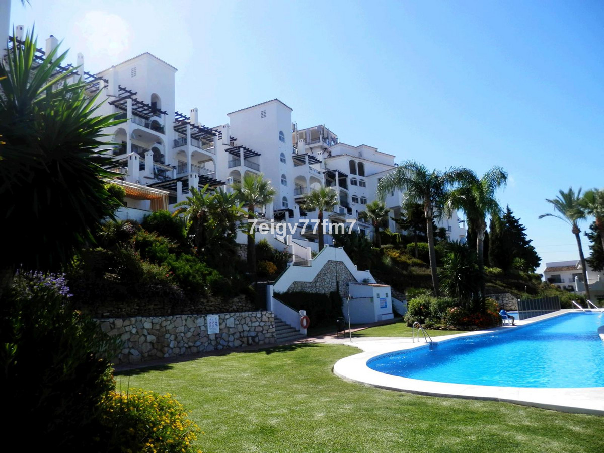 Well looked after 2 bed 1.5 bath South-West facing apartment in the popular Calahonda Complex of Mir, Spain