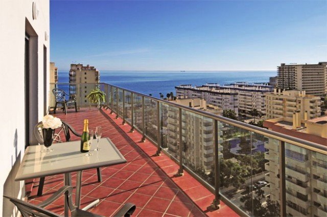 200 meters to the beach, shops and supermarket. Walking distance marina!! This beautiful complex was, Spain