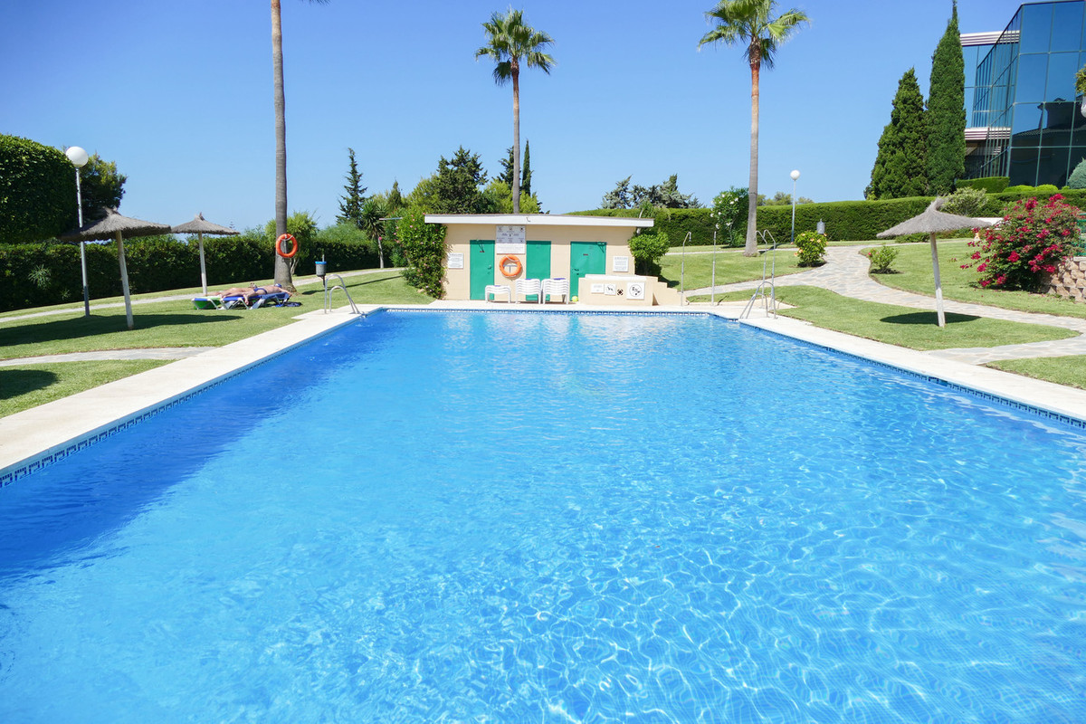 Immaculate 2 bedroom, 2 bathroom apartment situated on a popular gated community in Cabopino.  Perfe,Spain