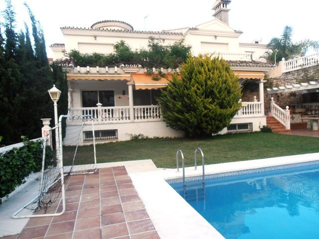 A real bargain not to be missed!! Luxury villa built to a high standard, quiet area, south west orie,Spain