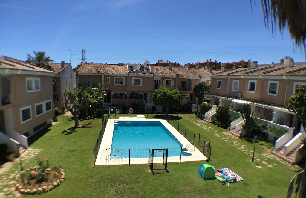 Rented Unfurnished 1800 € or 2000 € furnished  Semi-Detached House, Nueva Andalucia, Costa del Sol. Spain