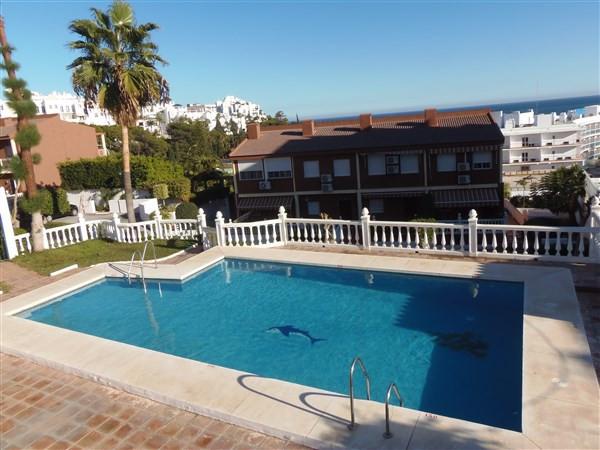 Amplio apartamento en el centro de Torremolinos que ofrece excelentes vistas al mar. Aparcamiento co,Spain
